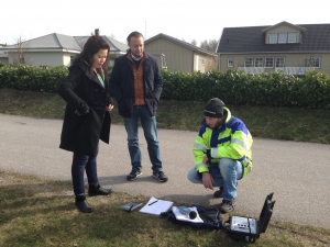 Ebusco, BTH, and Nitroconsult representatives preparing for noise measurement in Bastasjö 2015. Photo: Sven Borén